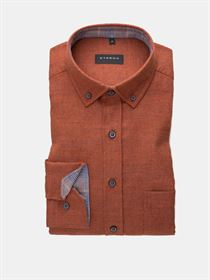 Eterna orangerød flannel skjorte med button-down krave og brystlomme. Slim Fit 2309 85 F214